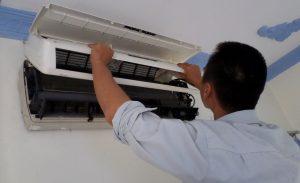 Thợ sửa máy lạnh (điều hòa)